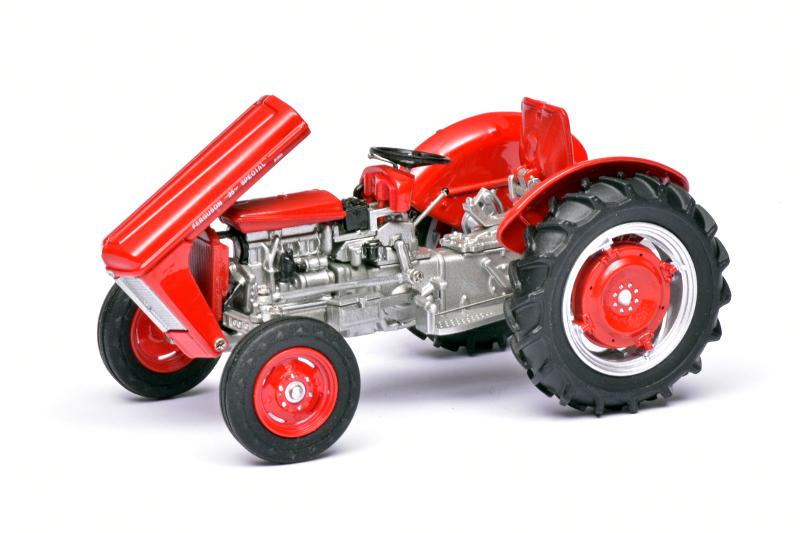 132 Universal Hobbies Ferguson 35 (1958) motor