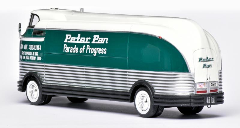 143 Neo GMC Futurliner Peter Pan (1939) achter
