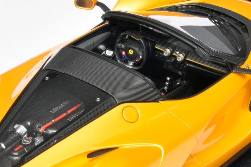118 BBR Ferrari LaFerrari Aperta Spyder interieur