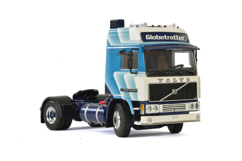 150 WSI Volvo F12 Globetrotter 4x2 1e generatie rechts