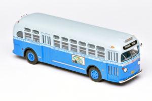 GM bus van Ixo